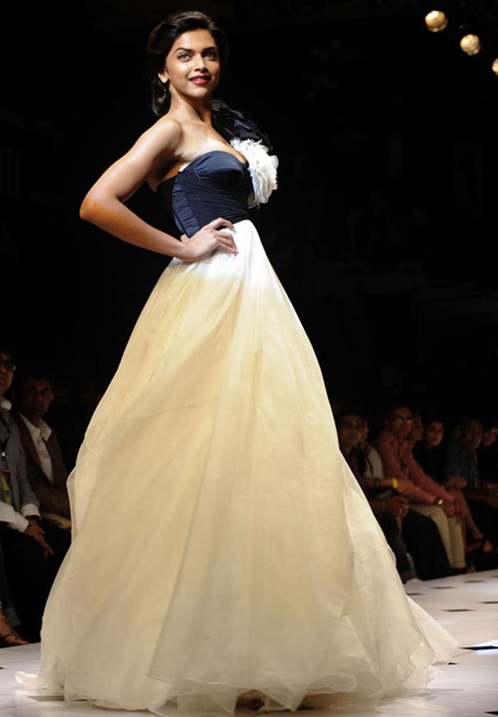 Deepika-Padukone-Fancy-Dress-Like-Frock-Style