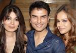 Batul-Rizvi-Shahzad-&-Sara-Gillani