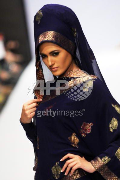 Fashion Pakistan Week 2 06 - Fashion Pakistan Week 2010 . . . . . . . . . .