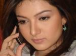 Sara Chaudhry on phon