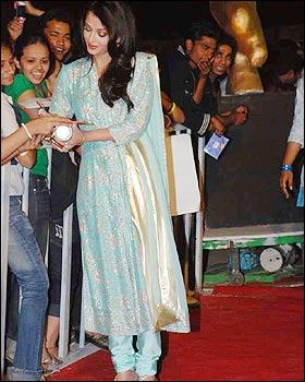 Aishwarya Rai In Salwar Kameez Sheclick Com
