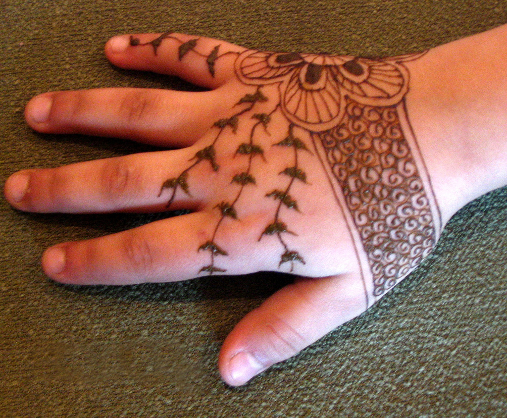 Types Of Mattresses >> Latest Mehndi Designs for Children - SheClick.com