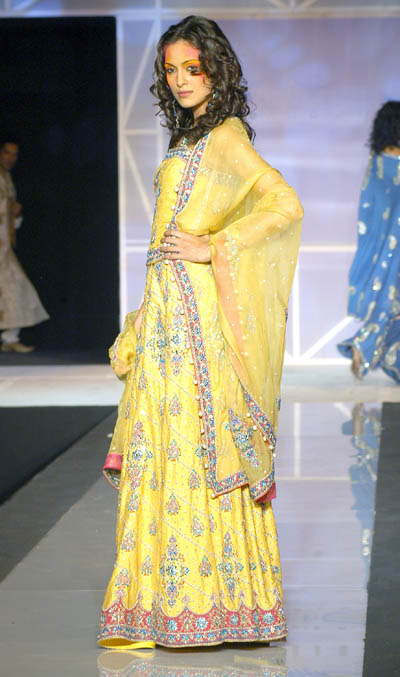 Mehndi Dresses New Collection - ~Mehndi Dresses 4 Dulhan ;;)~