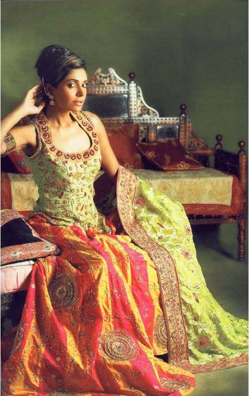 Mehndi Dresses for Bridal - ~Mehndi Dresses 4 Dulhan ;;)~