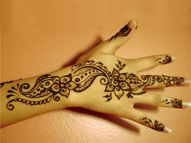 Mehndi Patterns For Back Of Hands : Pin maruthani designs on pinterest