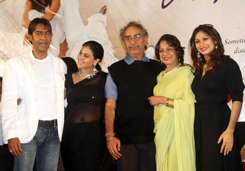 Kajol With Family Pic Sheclick Com