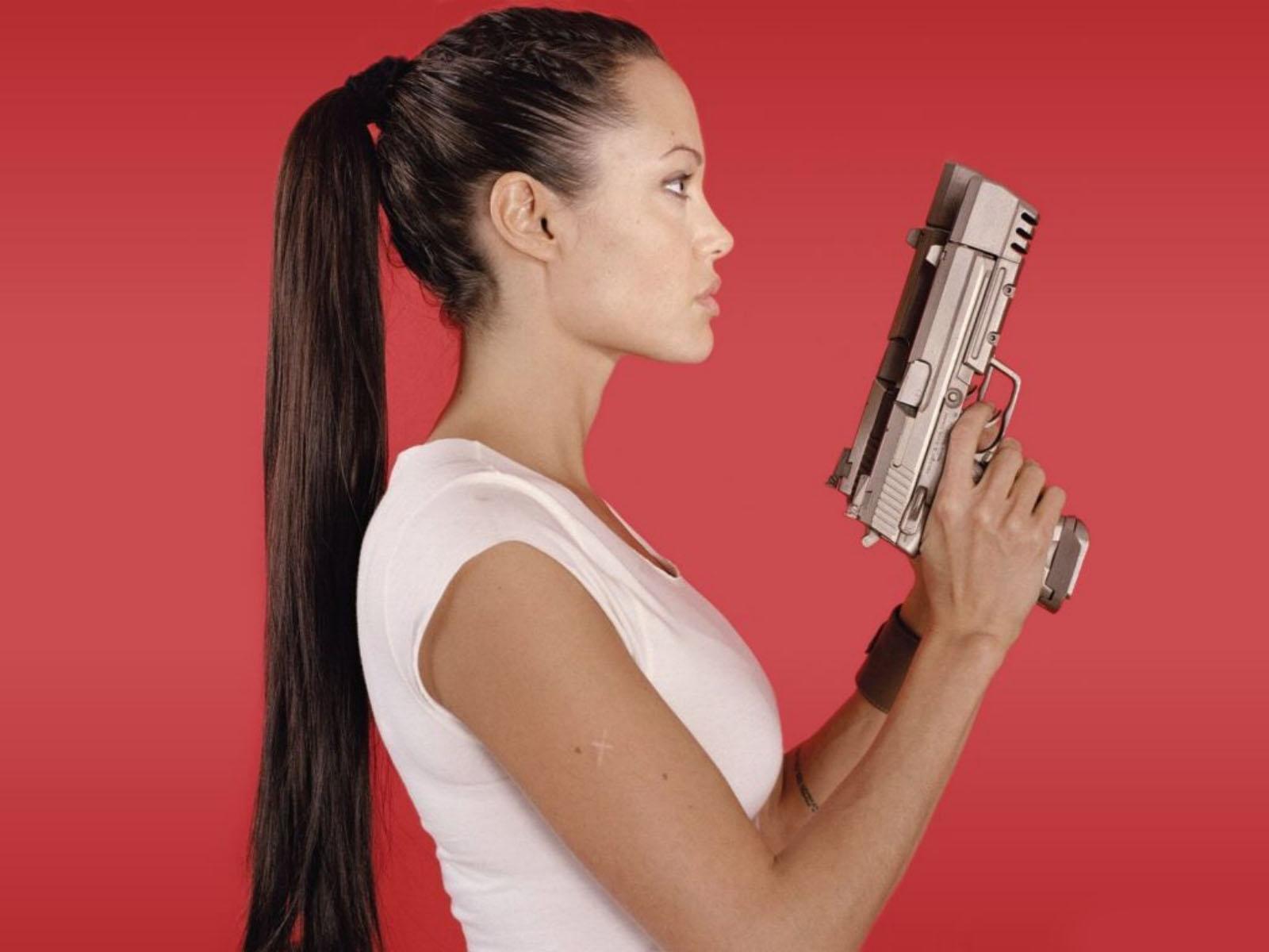 Angelina Jolie Hair Styles: Angelina Jolie Ponytail Hairstyle