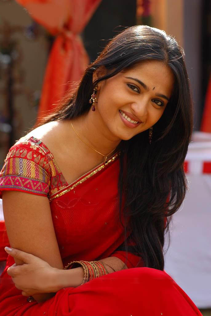 anushka shetty red saree dress