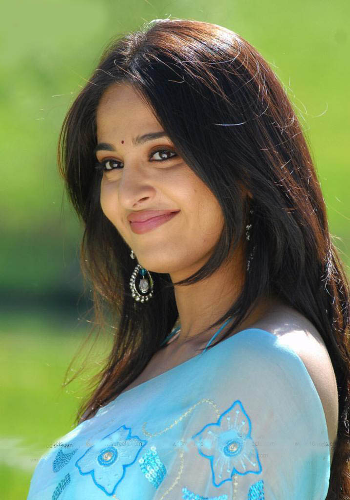Anushka Shetty Smiling Indian Actress Sheclick Com