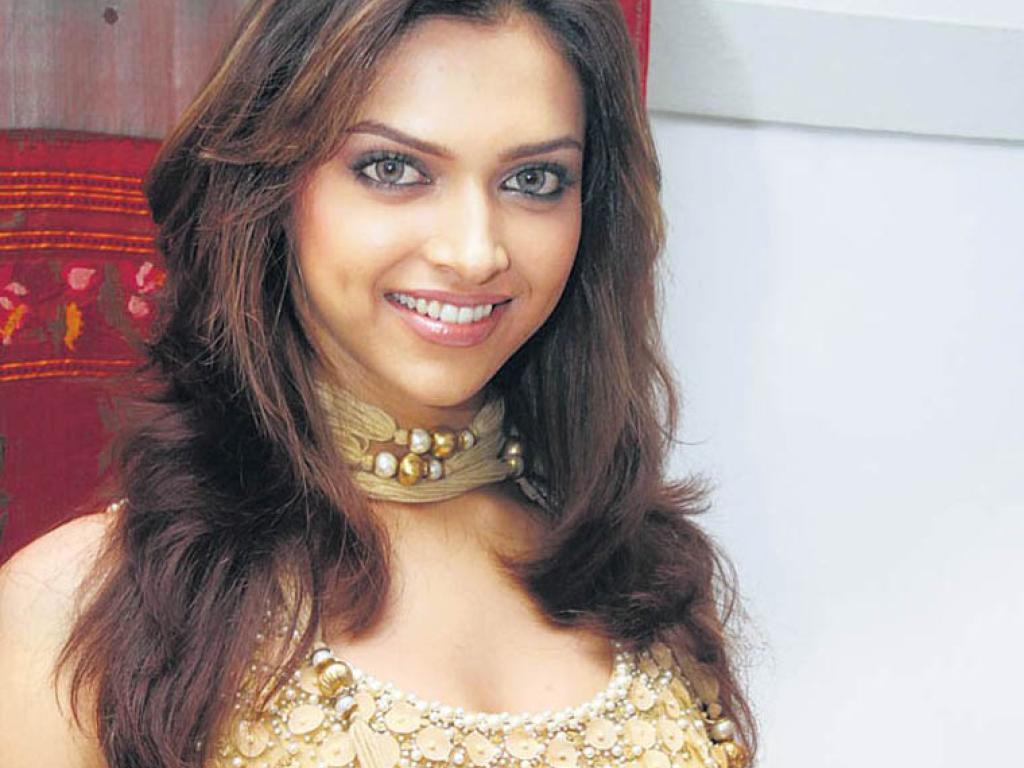 Deepika Padukone Smile - SheClick.com