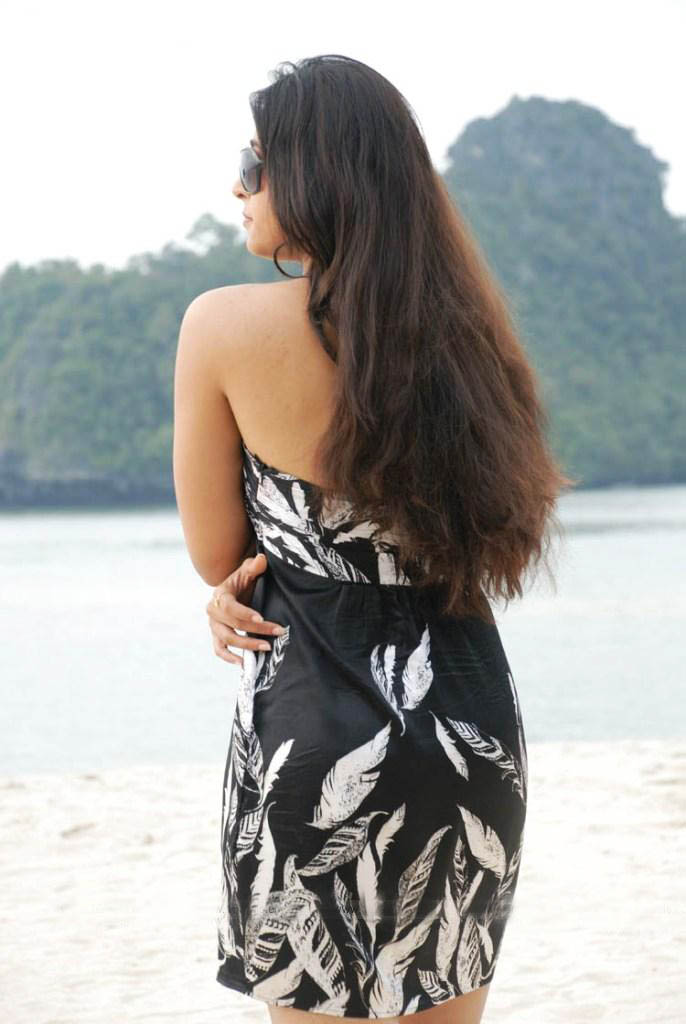 Model Anushka Backless Dress Fashion Sheclick Com