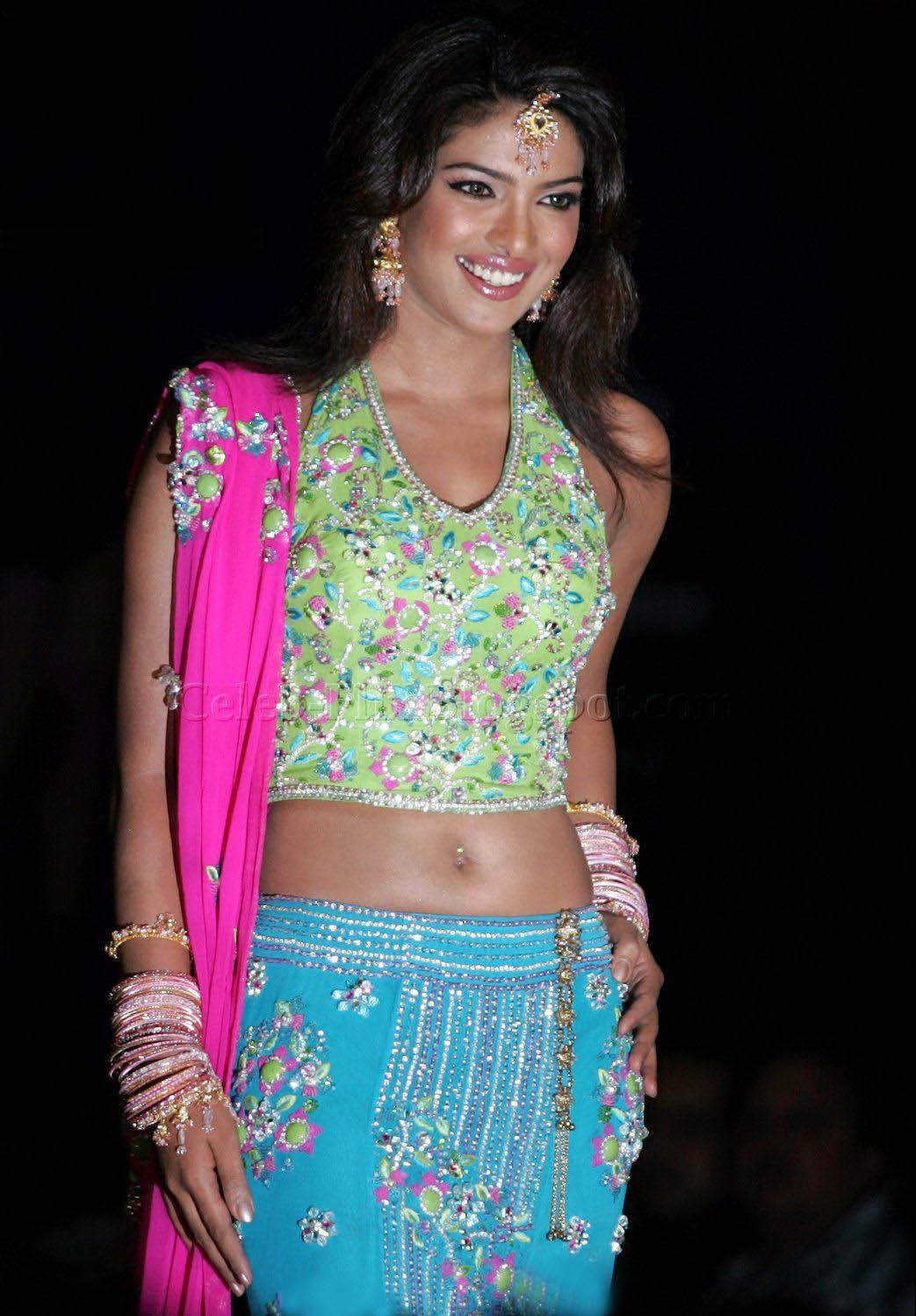 Priyanka Chopra Contrast Colors Saree Sheclick Com