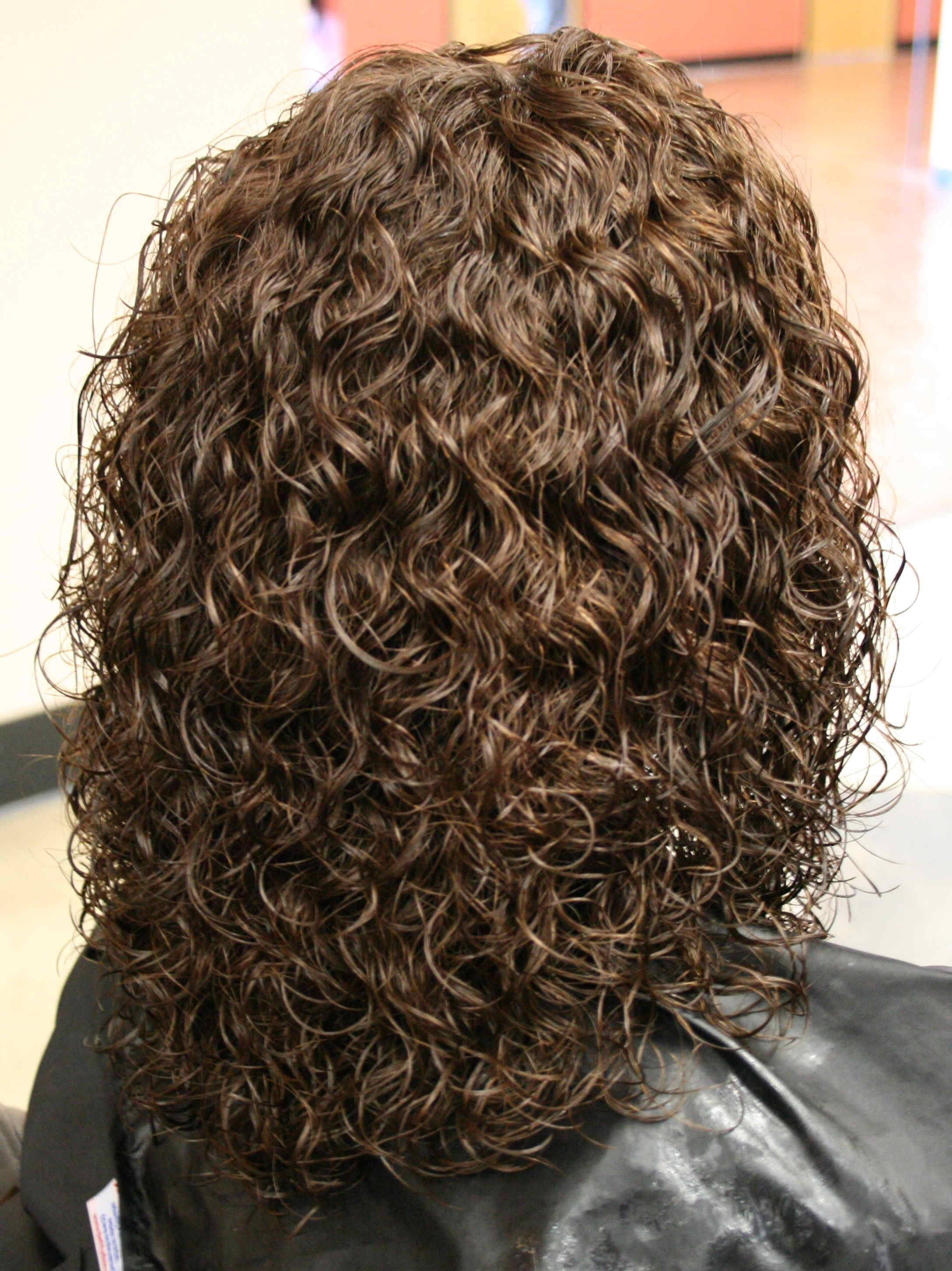 Shoulder Length Spiral Perm Hairstyle Photo Sheclick Com