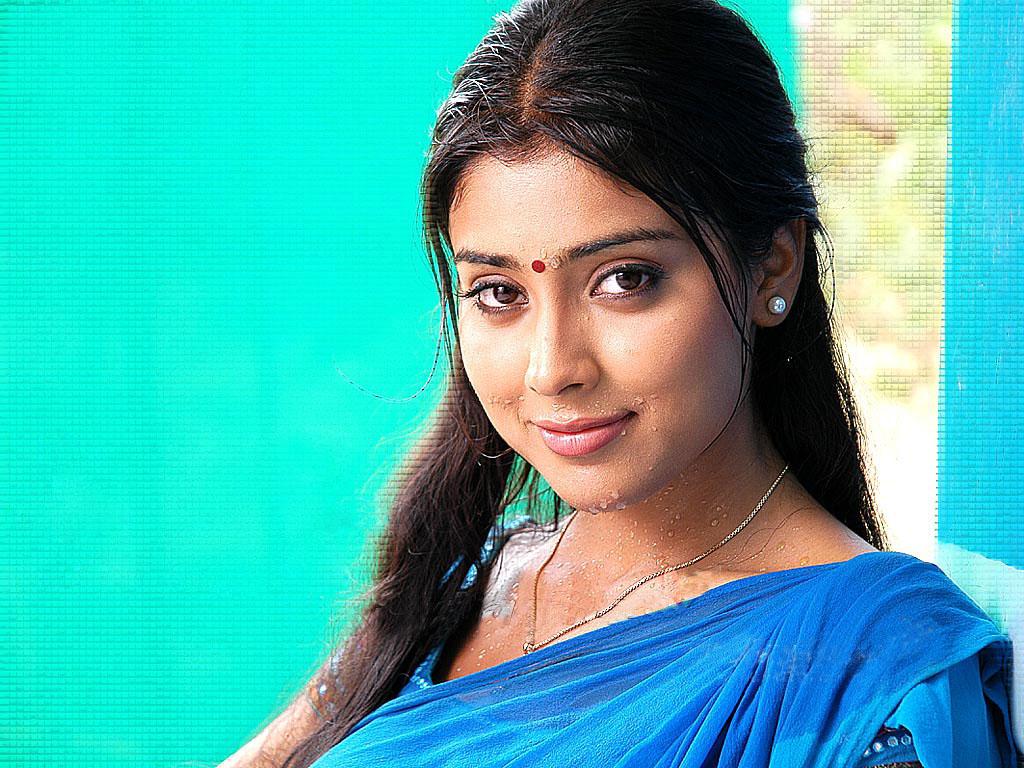 Shriya Saran Blue Saree In Rain Sheclick Com