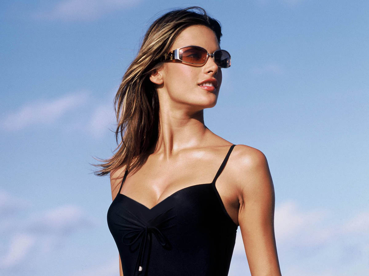 Top Model Alessandra Ambrosio Hollywood Sheclick Com