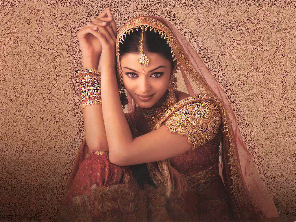 Aishwarya Rai Bridal Saree Still Photo - SheClick.com Aishwarya Rai 2017 January