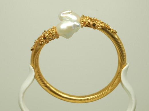 Awesome Gold Keshi Pearl Bracelet Fashion 520x390 - Women Gold Bracelets For 2011 – Ultimate Designs Collection
