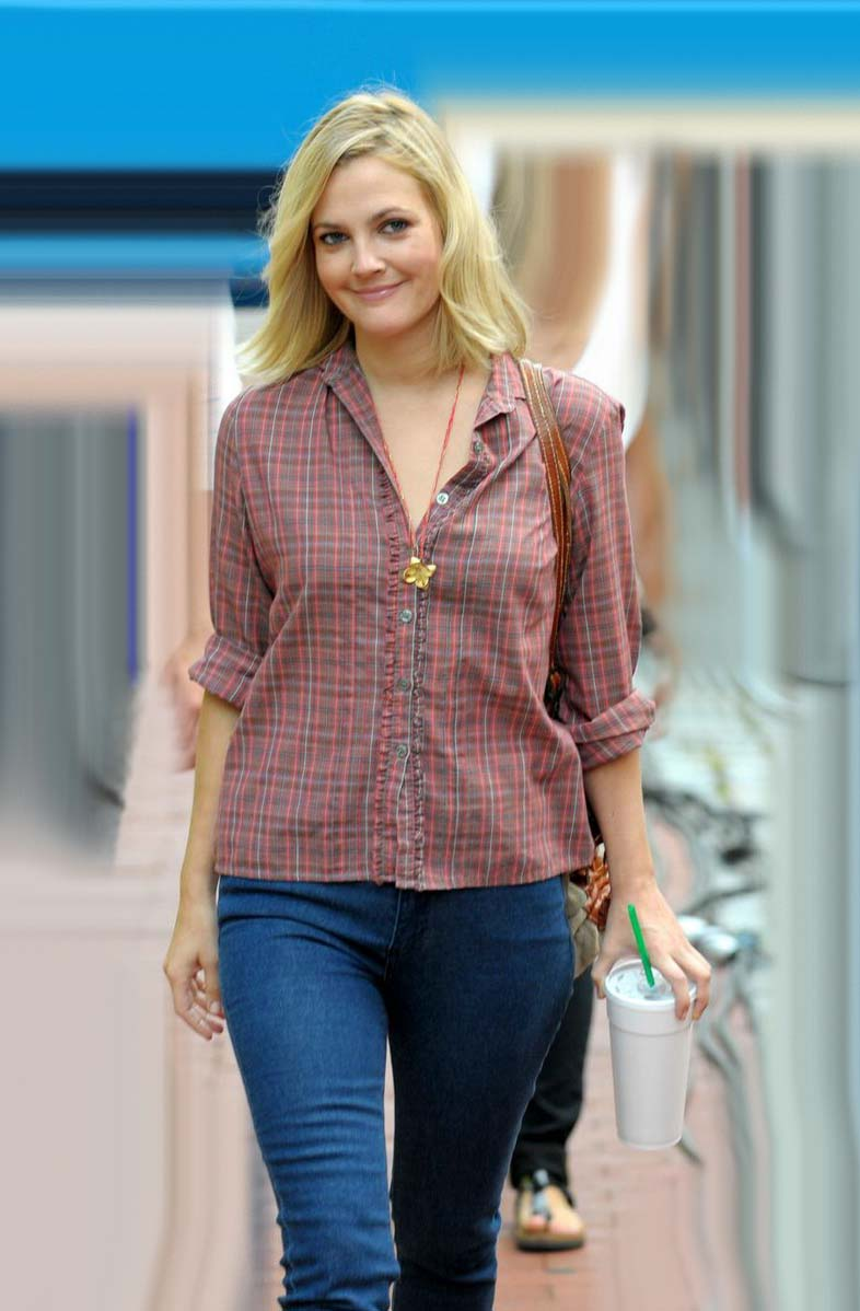 Drew Barrymore Looking Smart Blue Jeans Sheclick Com