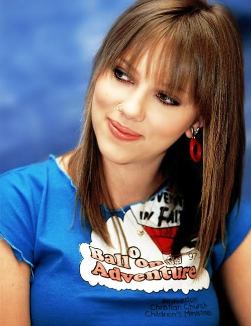 Types Of Mattresses >> Scarlett Johansson Blue Shirt Photo - SheClick.com