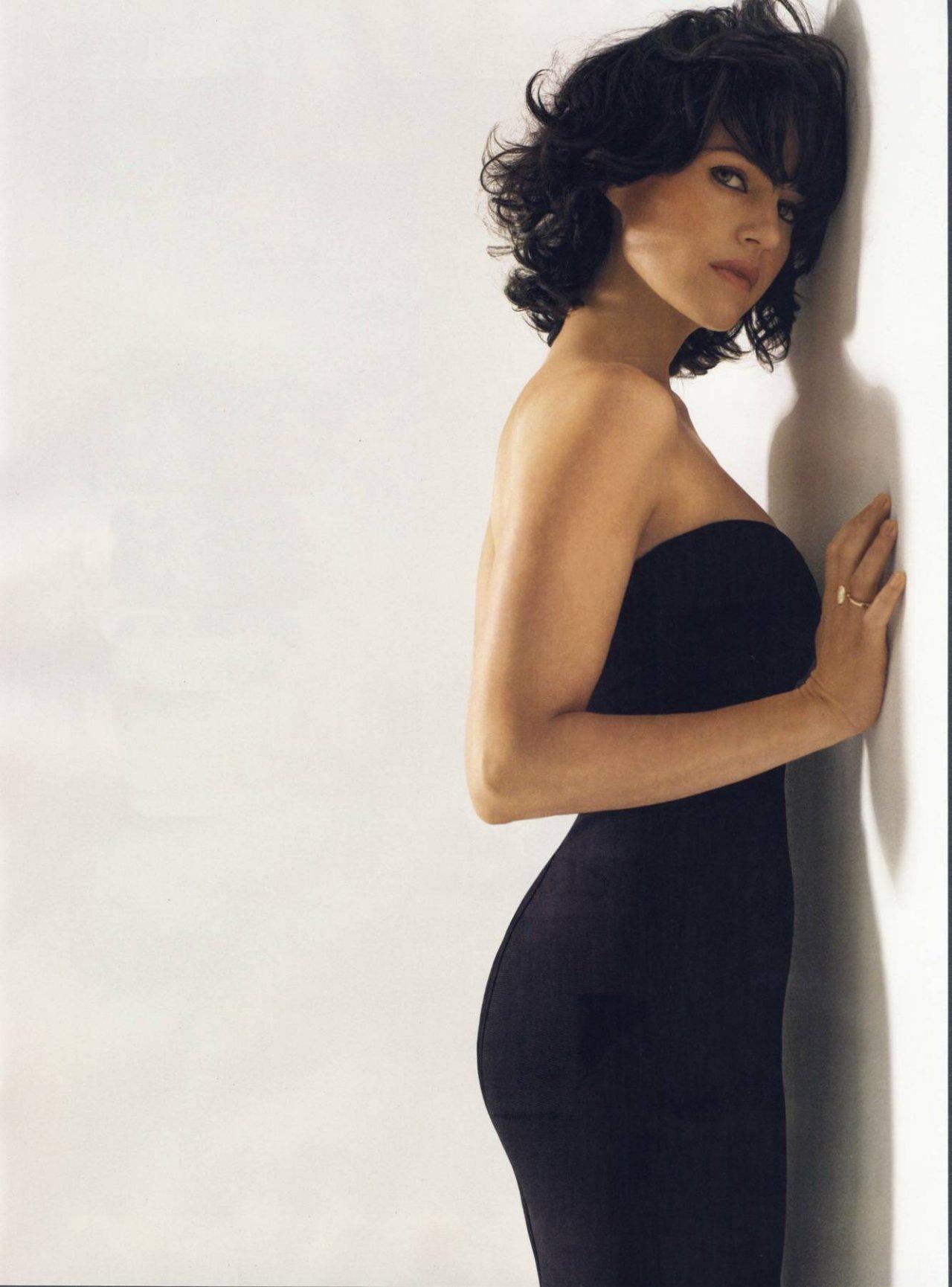 Carla Gugino Hot Photo Shoot Sheclick Com