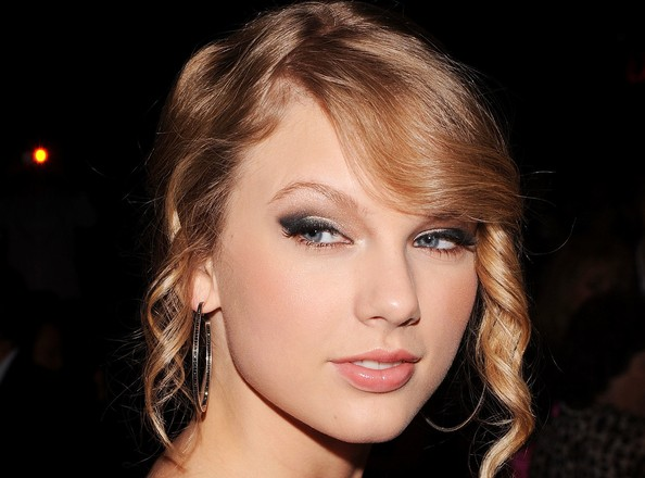 gallery of prom hairstyles. Taylor Swift Prom Hairstyle