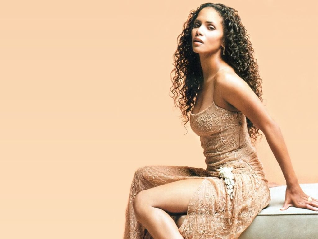 Maria-Halle-Berry-Hot-Actress.jpg