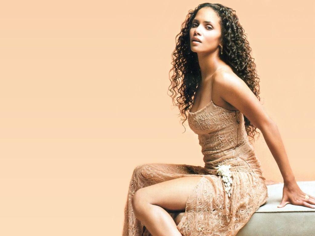 Types Of Mattresses >> Maria Halle Berry Hot Actress - SheClick.com