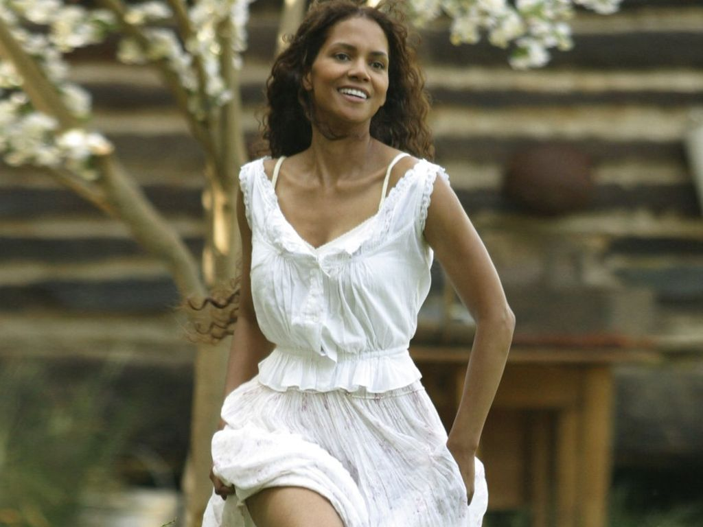 Maria Halle Berry in White Dress - SheClick.com