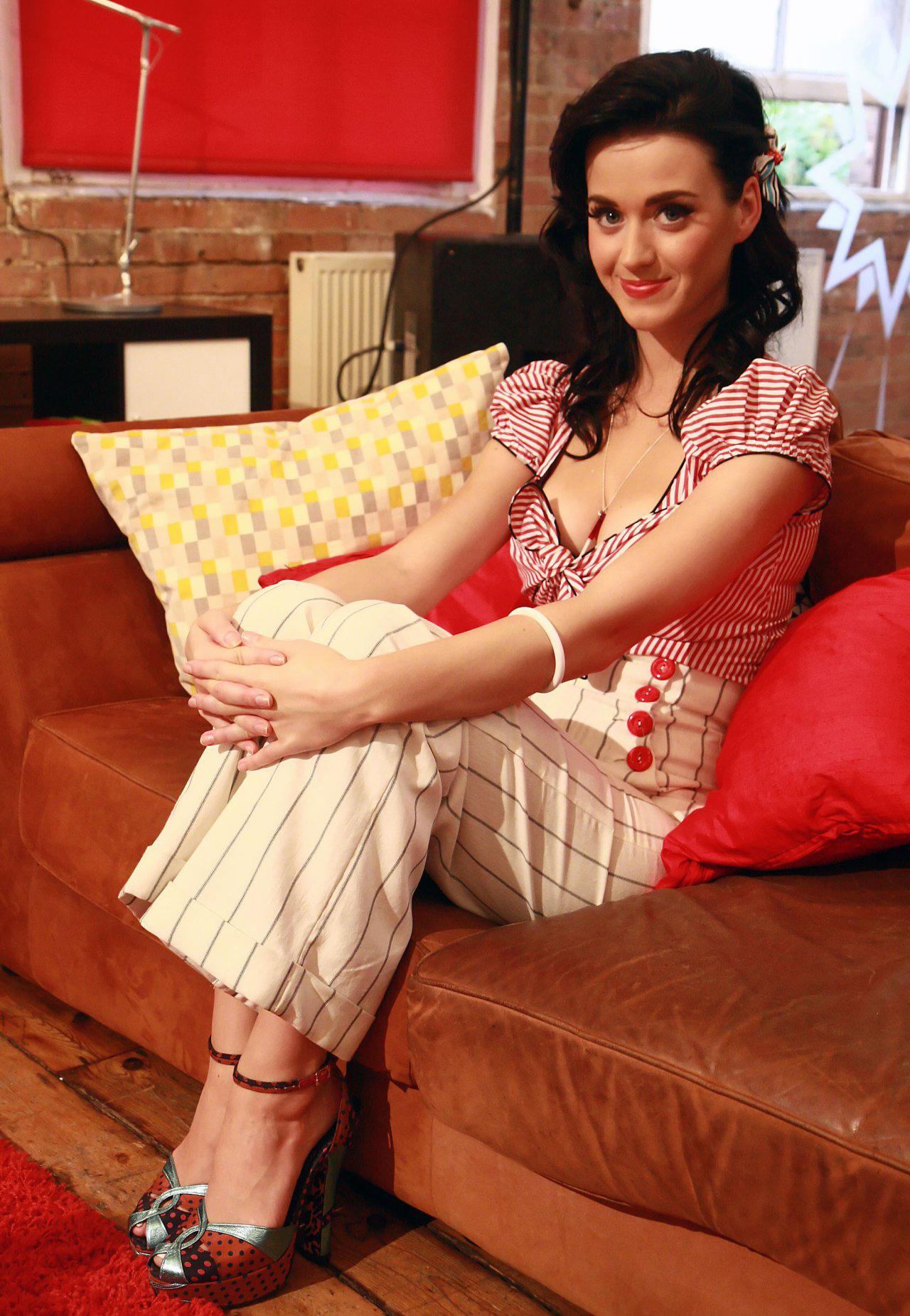 Katy Perry At Home Sheclick Com