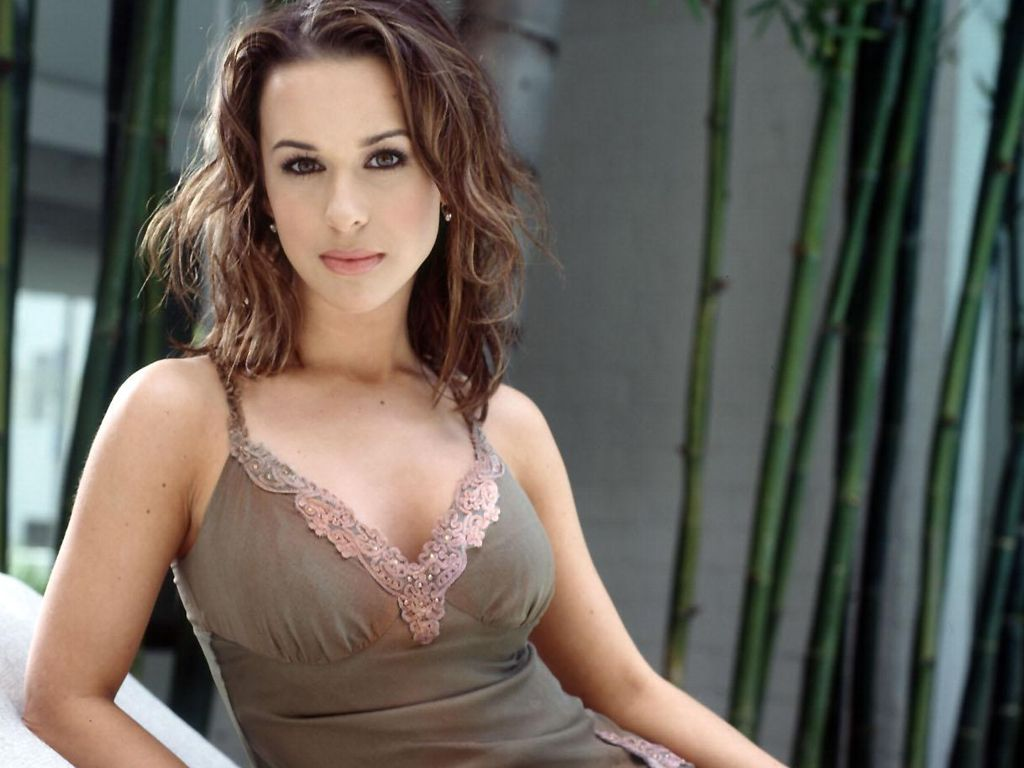 Top Meal Replacement Shakes >> Lacey Chabert Pics - SheClick.com