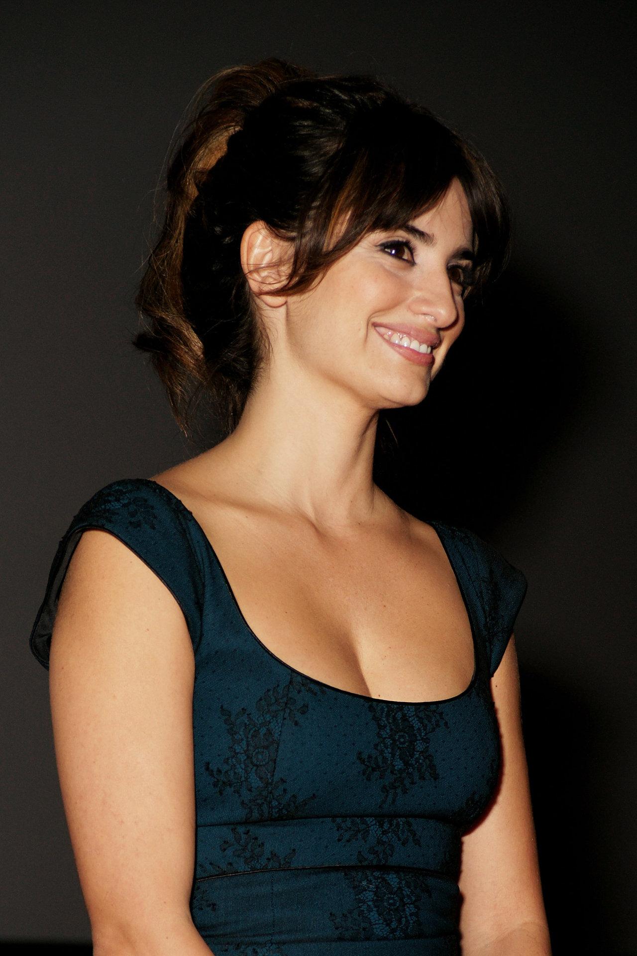 Penelope Cruz Sanchez Actress Sheclick Com