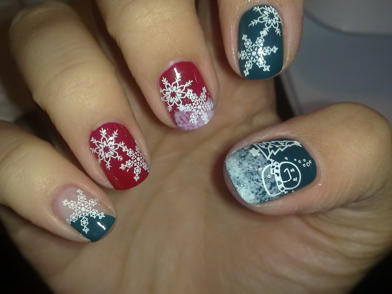 15 delightful christmas nail art designs 2012 sheclick unusual christmas nail art for 2012 prinsesfo Choice Image