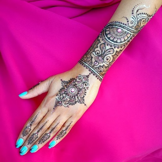 Christmas Mehndi Designs and Nail Art for Girls 2015