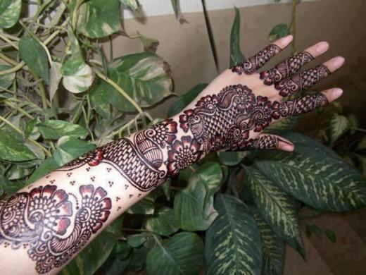 Trendy Full Arm Mehndi Designs for Christmas 2015