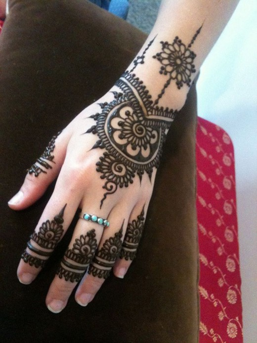 Amazing Back Hand Mehndi Designs With Small Nails 2015