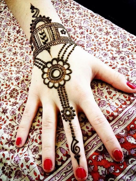 Beautiful Eid Ul Adha Mehandi Design With Red Nails