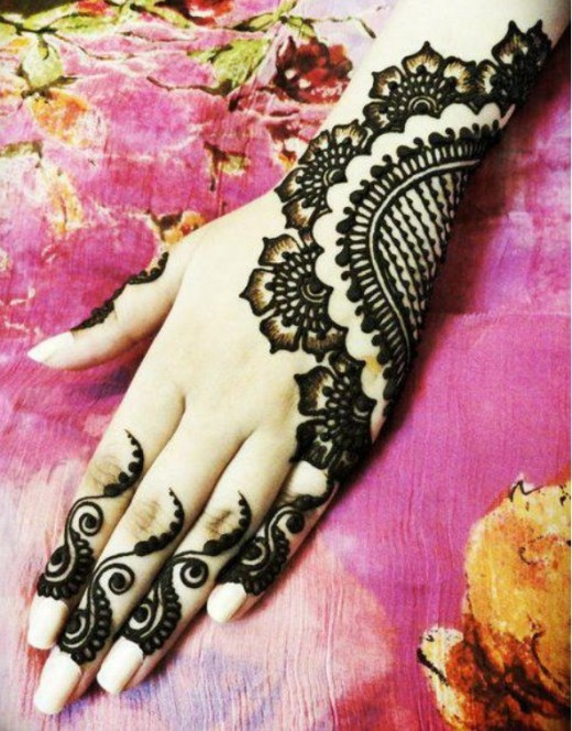 Bold Back Hands Henna Trend for Eid 2015