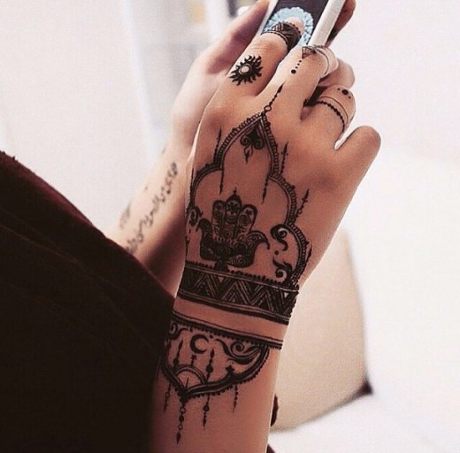 Beautiful Summer Henna Designs for Girls
