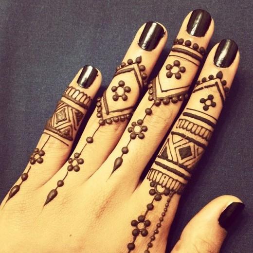 Wonderful Henna Tattoos Designs for Fingers