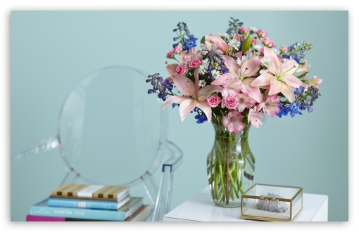 Beautiful Lilies Bouquet in a Vase Wallpaper